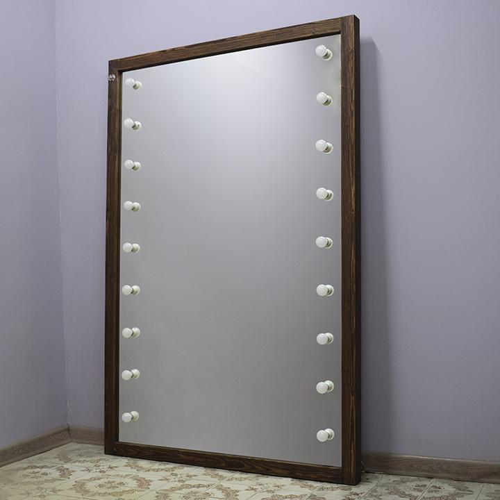 Безрамное зеркало в раме из лиственницы